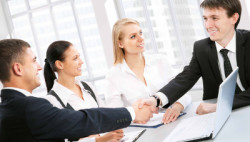 Представление интересов клиента при заключении договоров, контрактов.